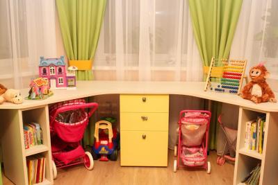 Стол в детскую для двоих