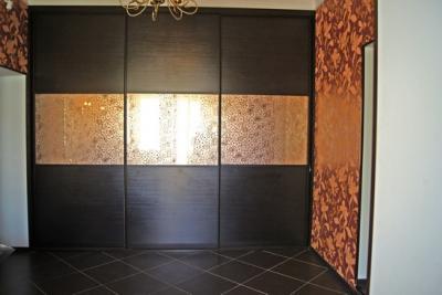 Шкафы с золотым зеркалом