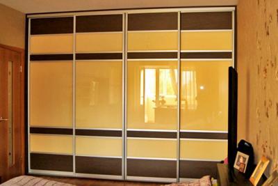 Шкаф со стеклами