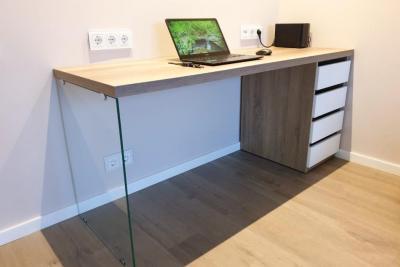 письменный стол в гостиную