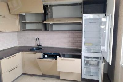 встроенный холодильник в кухне, Blum, заказать в твери